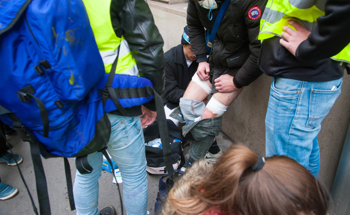 Une personne blessée aux jambes près de la Madeleine - © Reflets