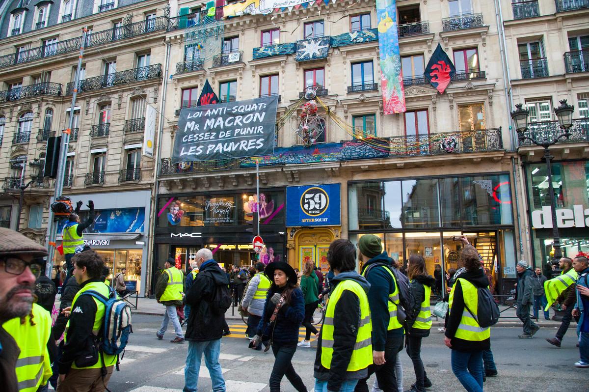 """Rue de Rivoli... """"Les squatteurs avec nous""""... - © Reflets"""